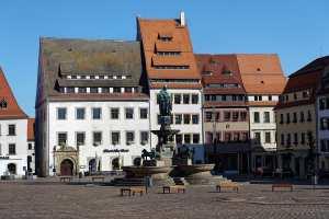 Brunnen und Denkmal in Freiberg