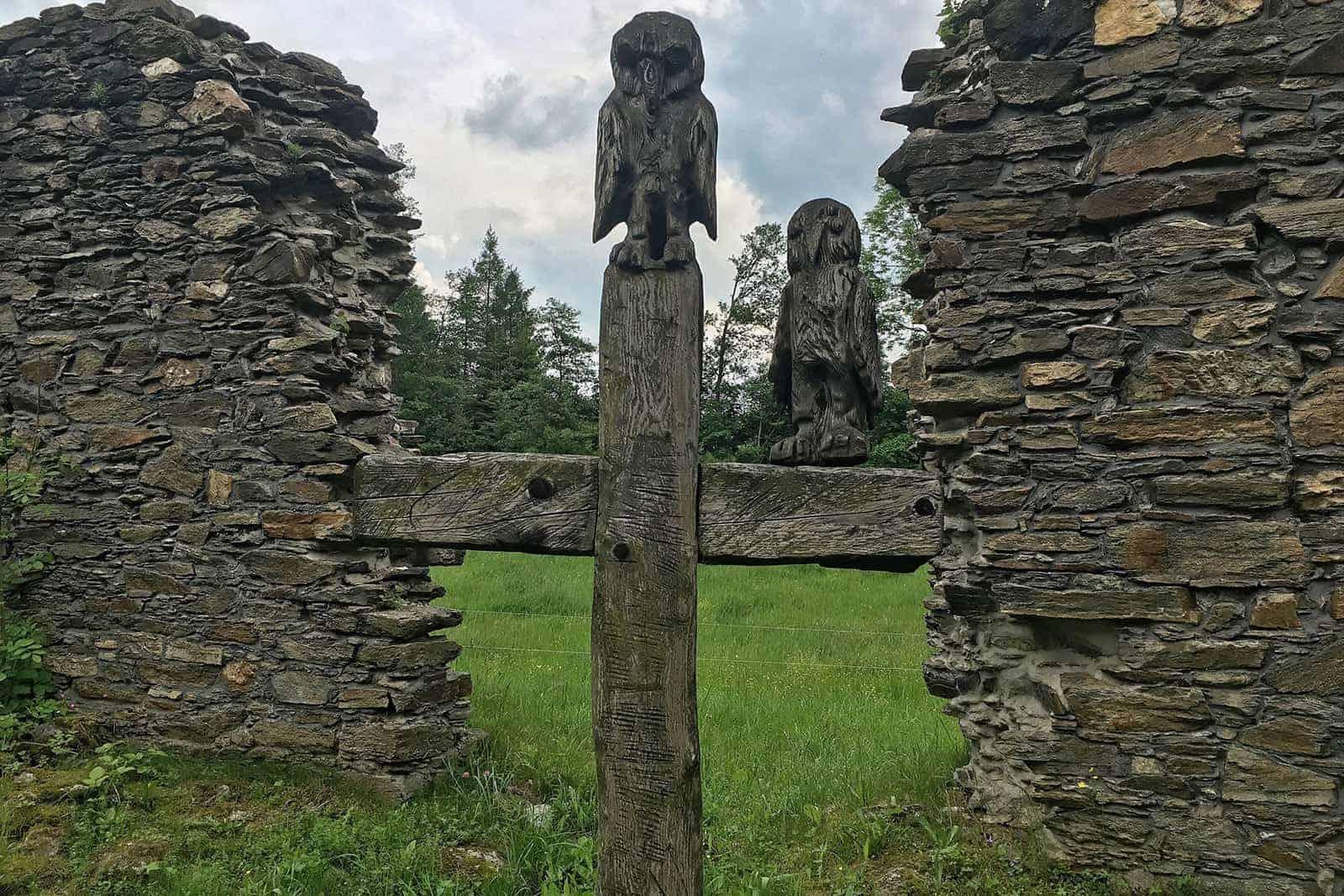EulenKreuz in der Ruine der Dudelskirche