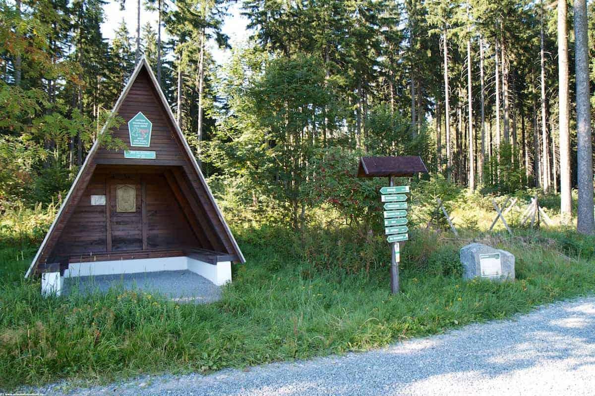 Liedersteinweg zum Stein an der Schutzhütte