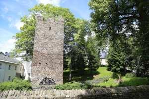 Paßkluasenturm und Kirche in Tannenberg
