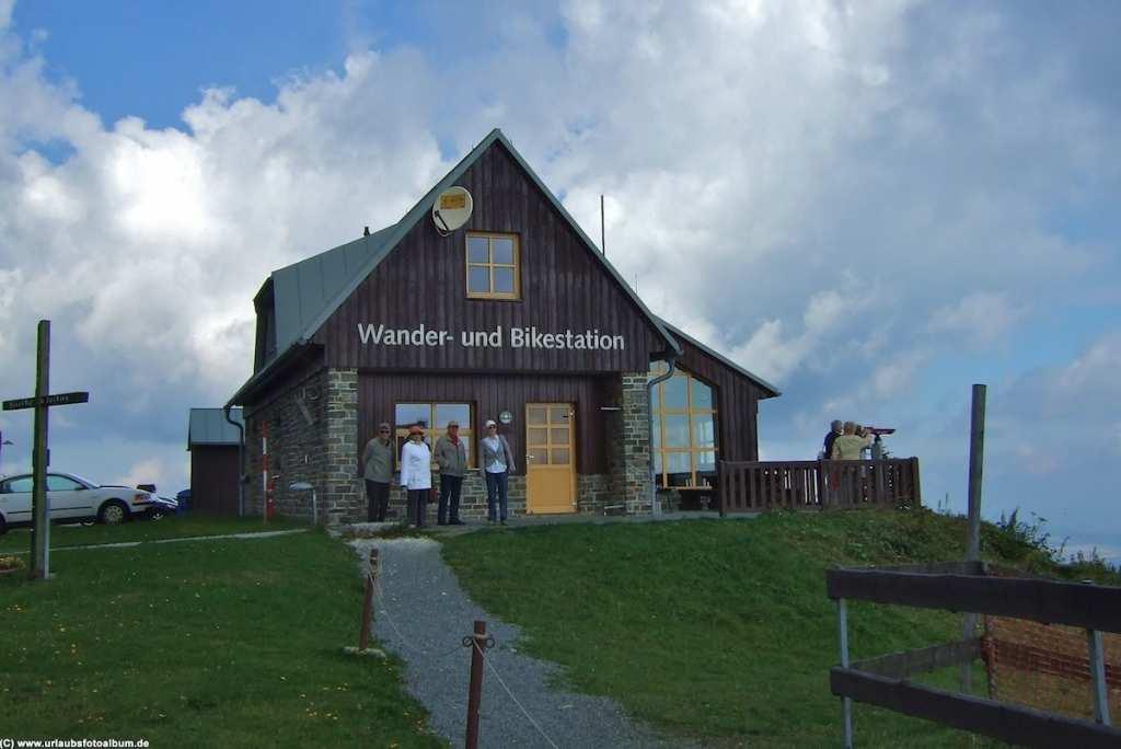 Wander und Bikestation auf dem Fichtelberg