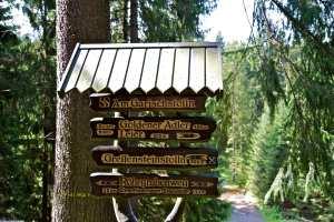 Wegweiser im Greifenbachtal