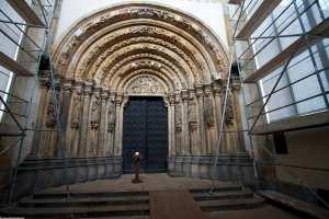 die goldenen Pforte des Freiberger Doms während der Restaurierung