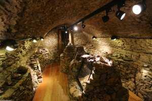 Mineralienausstellunhg im Kellergewölbe im Schloss Wildeck im Erzgebirge