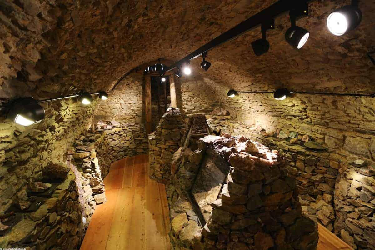 kleine Mineralienausstellung im Erzgewölbe im Schloss Wildeck Zschopau