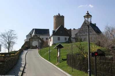 Die malerische Burg Scharfenstein im Erzgebirge mit Spielzeugmuseum