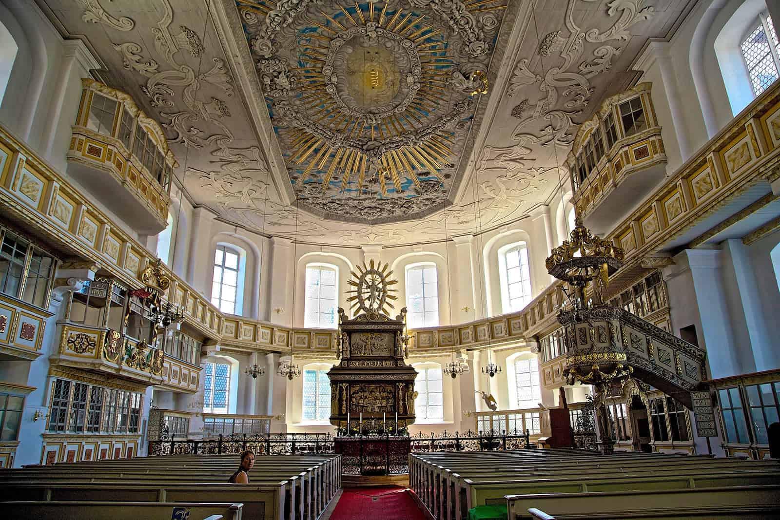 Innenansicht der Sankt-Georgen Kirche in Schwarzenberg