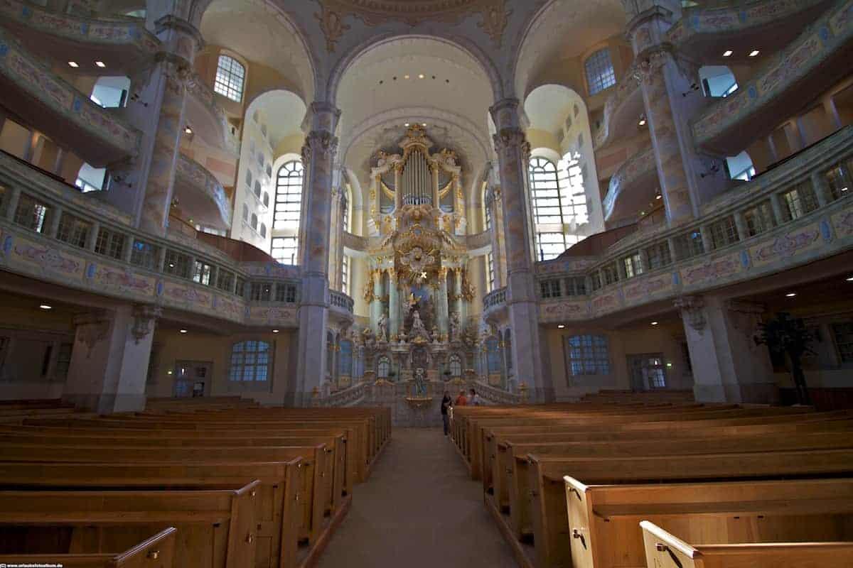 eines der Wahrzeichens Dresdens und des Wiederaufbaus - die Frauenkirche