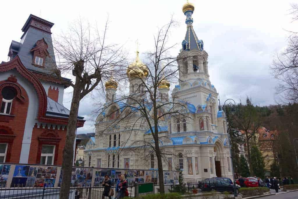 RUSSISCH-ORTHODOXE KIRCHE ST. PETER UND PAUL Byzantisierende einschiffige Kirche in Karlsbad