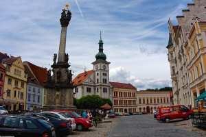 Loket Markt mit Rathaus und Säule der Allerheiligsten Dreifaltigkeit