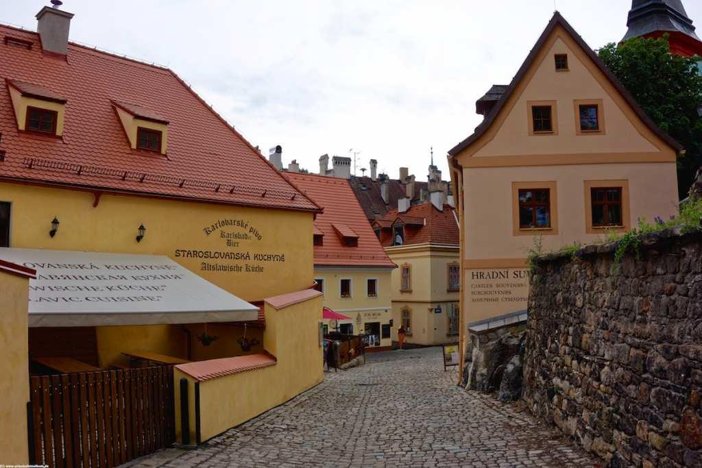 Loket bietet viele Lokale und Restaurants im historischen Stadtzentrum